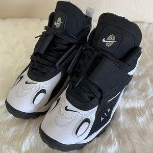 EUC Nike Air Max Speed Turf Shoes